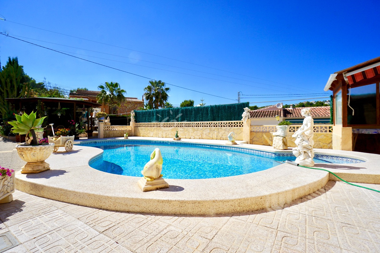 Se vende villa con piscina privada en moraira cap b for Se vende piscina desmontable